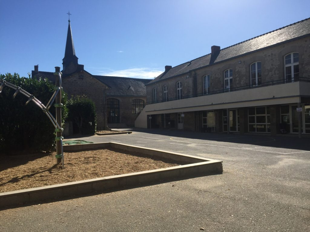 Ecole sainte marie Guérande cantine entrée